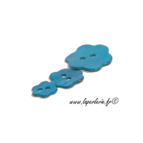 Bouton de nacre fleur diam.20  BLUE ZIRCON