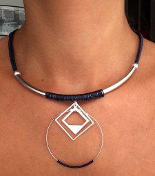 collier géométrique avec losange et cercle